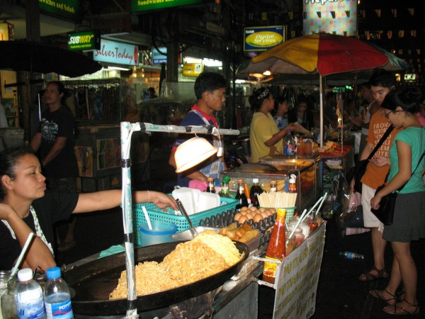 Khao San Road food WomEOS/Flickr