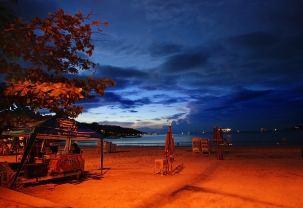 Patong Beach by night williamcho/Flickr