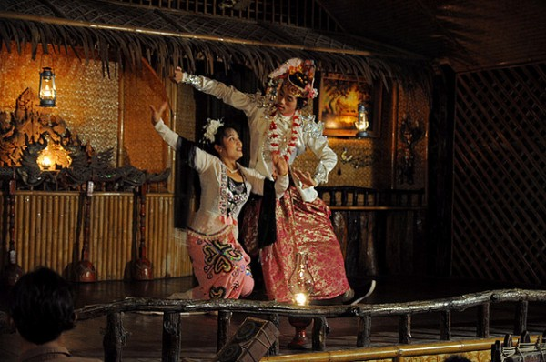Performers at River Kwai Jungle Rafts Hotel T_Monk/Flickr