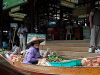 Floating market in Thailand wongaboo/Flickr